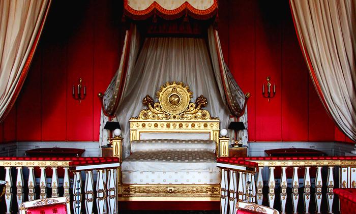 Кровать «Короля-солнце» Людовика XIV